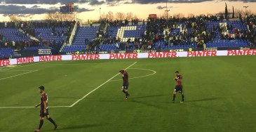 EIbar players mark the last game before the winter break by giving their shirts to the travelling fans.